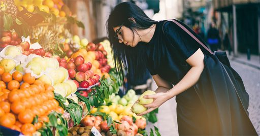 Women choosing low glycemic index foods